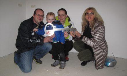 Ein neuer Lebensabschnitt beginnt – Hausübergabe im Landkreis Schwandorf